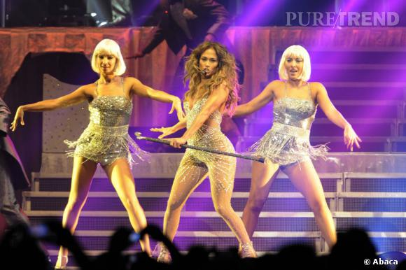 Jennifer Lopez est une habituée des costumes ultra-sexy. L'un de ses plus célèbres est sans conteste la combinaison à strass qui lui colle à la peau.