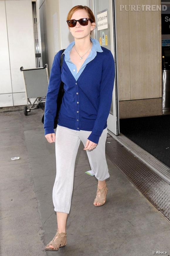 Emma Watson a été aperçue dans un look preppy et casual à la sortie de l'aéroport international de Los Angeles, le 2 juin 2013.
