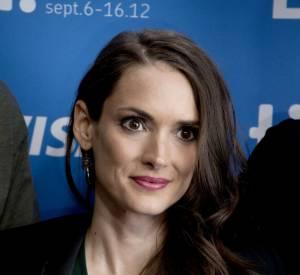 La meilleure coupe de cheveux : on préfère l'actrice aujourd'hui, ses cheveux longs coiffés d'un joli side-hair.