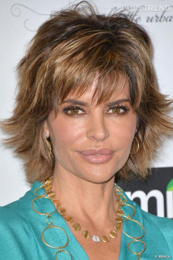 Le pire beauté du weekend :  Lisa Rinna arbore la même coupe de cheveux depuis ses débuts dans les soap opéras, c'est à dire depuis les années 90. Il serait grand temps de changer.