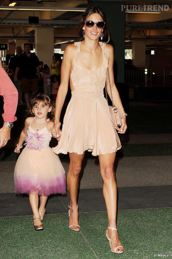 Alessandra Ambrosio et sa fille Anja, un joli duo mode à Los Angeles.