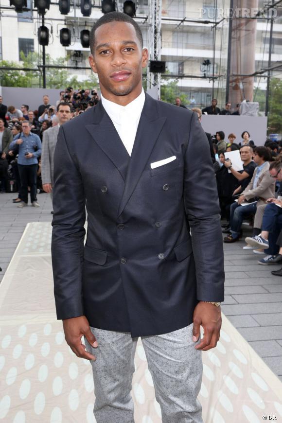 Victor Cruz, joueur américain de football américain, au défilé Homme Louis Vuitton Printemps-Été 2014.