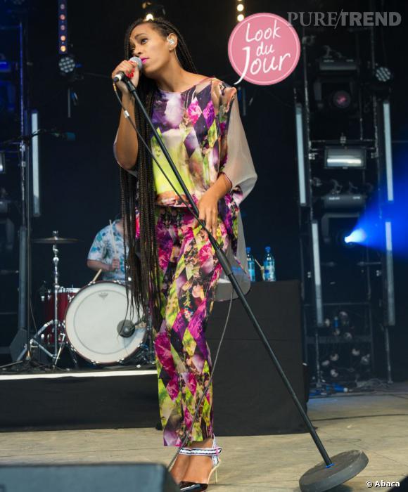 Solange Knowles féminine et sexy dans une tenue à imprimé ethnique au Festival de Glastonbury 2013.