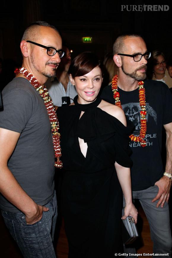 Rose McGowan prend la pose avec Viktor & Rolf.
