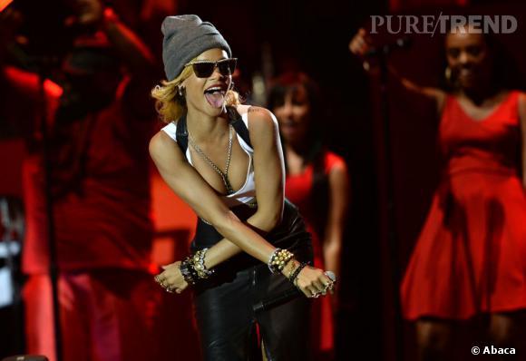 Rihanna a fait un passage éclair après s'être produite sur la scène du T in The Park Festival en Ecosse.