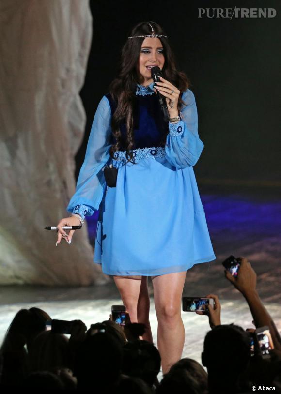 Lana Del Rey version hippie chic ou presque... On ne voit pas le bas, mais ça nous suffit.