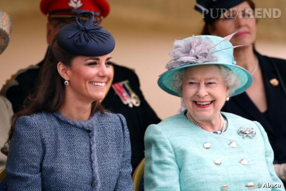 On est heureux de savoir que Kate Middleton et Elizabeth II partagent le même gynécologue.