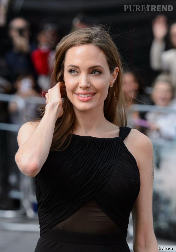 """Angelina Jolie s'impose en première place de la liste Forbes avec 33 millions de dollars. L'actrice s'est faite discrète ces derniers temps, mais peu compter sur son film """"Au Pays du Sang et du Miel"""" et surtout, sa paie pour """"Maleficent"""", prévu l'été prochain."""