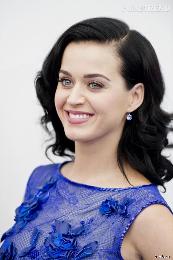 Katy Perry lance la promotion de son nouvel album, Prism, attendu le 22 octobre 2013. (ici pour la promotion du film Les Schtroumpfs 2 à Los Angeles le 28 juillet dernier)