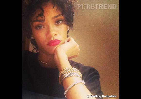 Rihanna a changé de tête : dites bonjour aux frisettes.