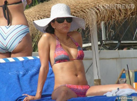 Eva Longoria, une apparition sexy en mini bikini pour un week-end en amoureux en Espagne.