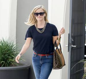 Reese Witherspoon, le jean used version chic... A shopper !