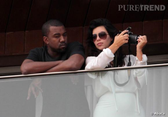 Kim Kardashian et Kanye West, un couple tout sauf discret malgré l'envie de Kanye de s'éloigner des projecteurs.