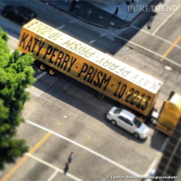 Katy Perry annonce de façon étonnante la sortie de son nouvel album Prism.