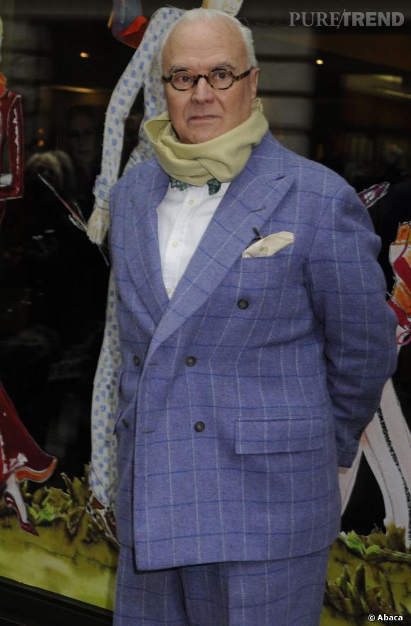 """Lors des British Fashion Awards 2012, Manolo Blahnik a reçu l'""""Outstanding Achievement"""", un prix qui rend hommage à sa carrière et son travail dans l'industrie de la mode britannique et mondiale."""