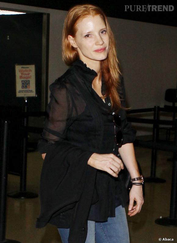 Pas de bol pour Jessica Chastain qui, sans maquillage, perd de sa superbe. Les sourcils ratiboisés, le teint livide et les cheveux sales, c'est un vrai flop beauté.