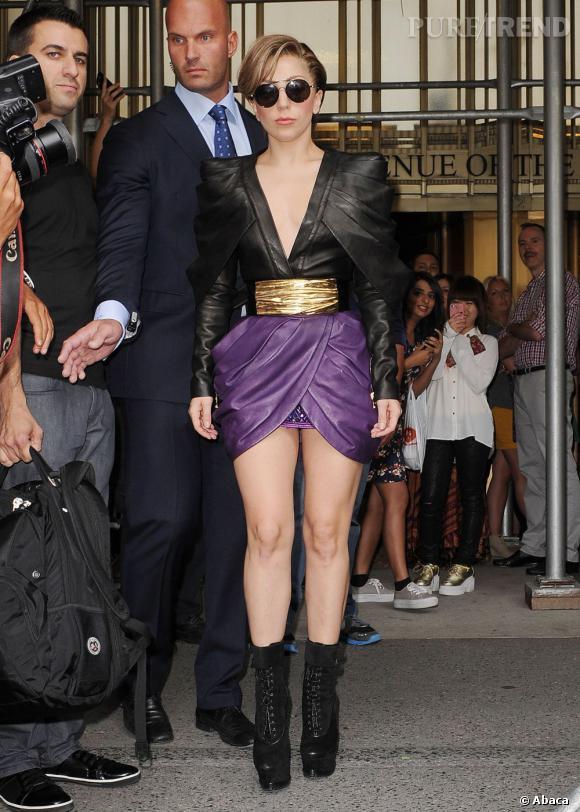 Lady Gaga laisse ses costumes excentriques au placard et mise sur une tenue très sexy !