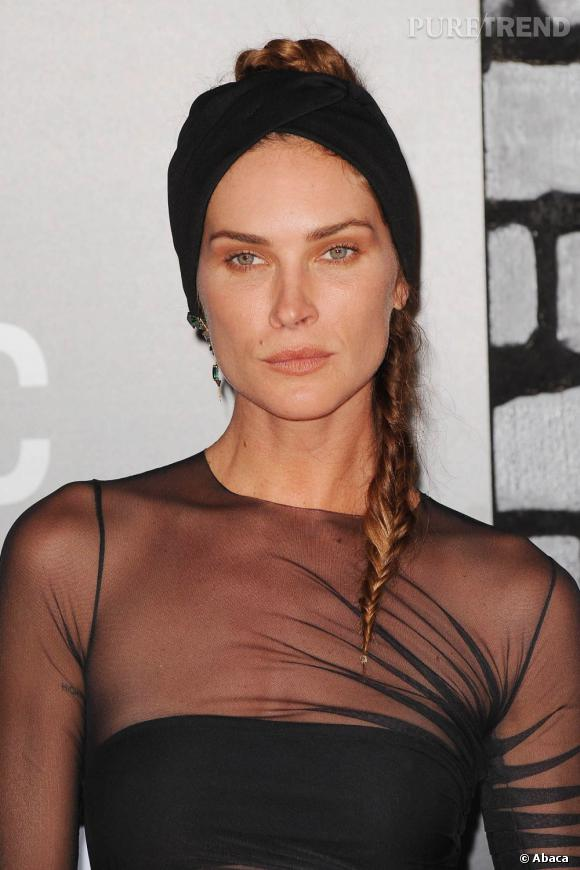 Erin Wasson ose quant à elle le no-make-up, doublé d'un bandana et d'une tresse.