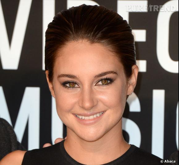 Les tops et les flops des MTV Video Music Awards : Shailene Woodley opte pour la sobriété et un oeil de biche sur le tapis rouge. Rien de très innovant.