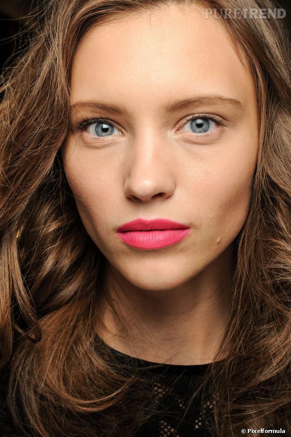 Maquillage : les 15 tendances de cet automne La bouche rose vif Défilé Diane Von Furstenberg Automne-Hiver 2013-2014