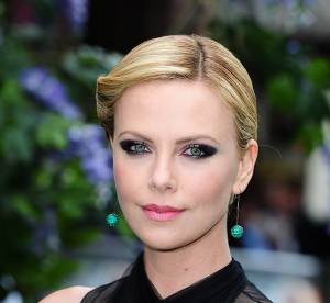 Charlize Theron, Berenice Marlohe : comment adopter le smoky graphique ?