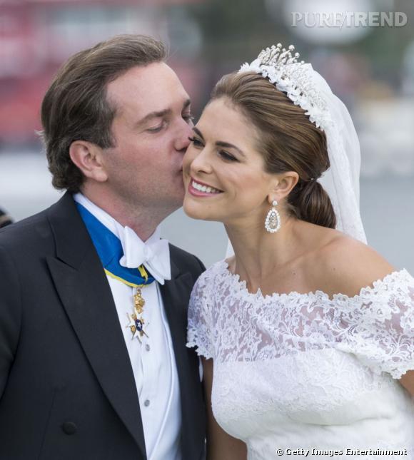 La Princesse Madeleine de Suède superbe avec son mari Chris O'Neill lors de son mariage le 8 juin 2013.