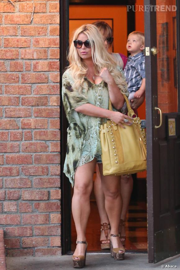 Jessica Simpson devant un restaurant de Los Angeles le 4 septembre 2013.