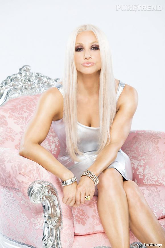Gina Gershon en Donatella Versace, une ressemblance bluffante.
