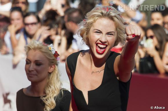 """Malgré leurs actions souvent """"coup de poing"""", les Femen n'en restent pas moins des femmes qui connaissent les classiques du dressing."""