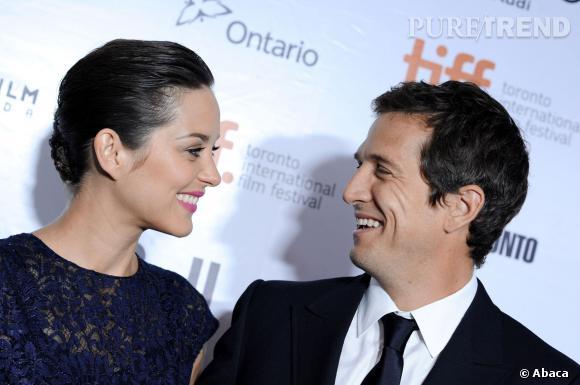 """Marion Cotillard et Guillaume Canet s'échangent un regard complice lors de la projection de """"Blood Ties"""" à Toronto."""