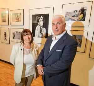 """Les parents d'Amy Winehouse lors de l'exposition """"For You I Was A Flame""""."""