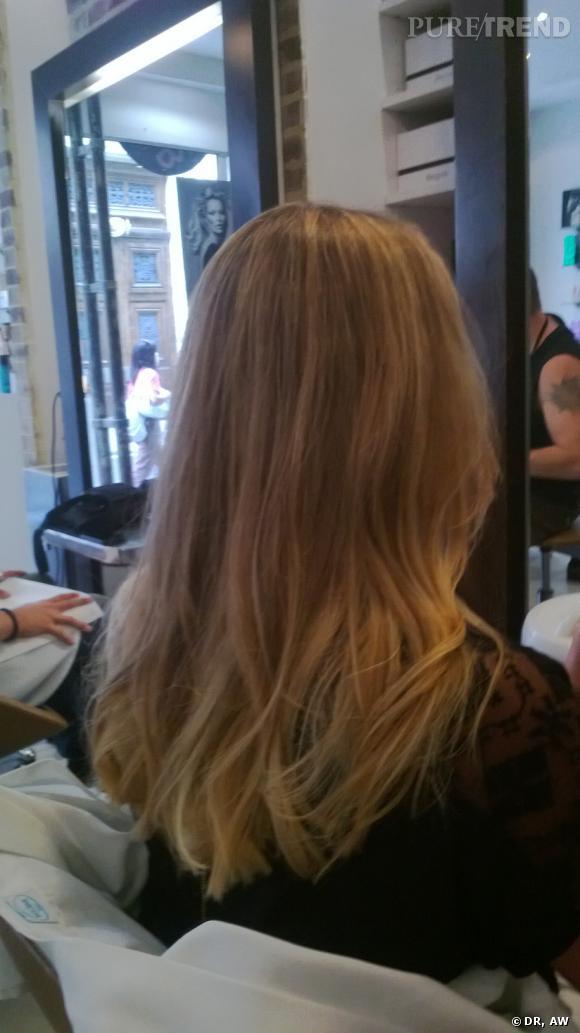Le blond obtenu est tout en nuances, on voit encore la couleur naturelle des cheveux par endroit pour un résultat naturel.