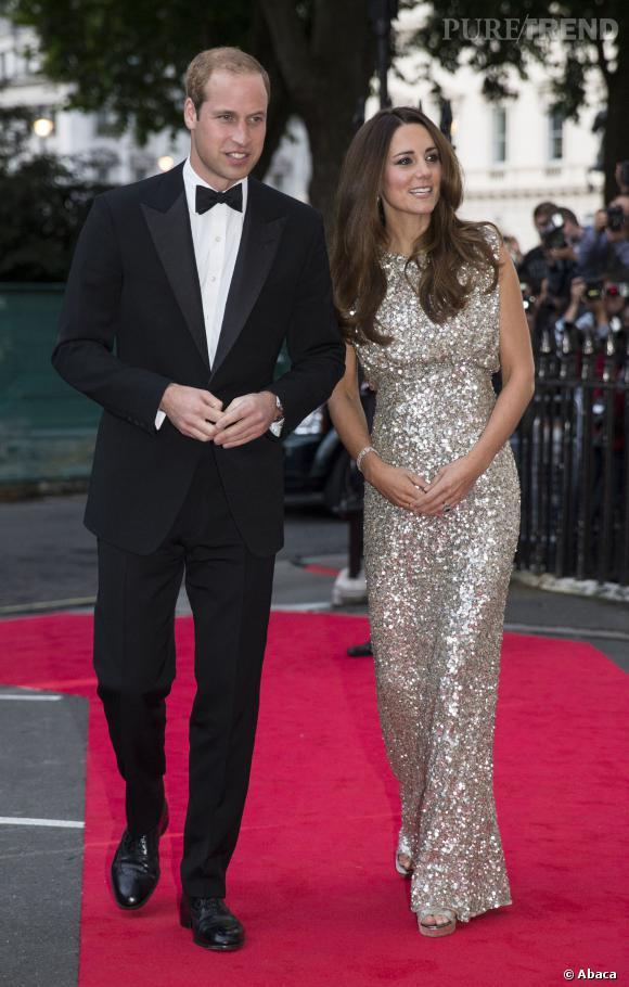 Kate Middleton au côté du Prince William, un couple rayonnant.