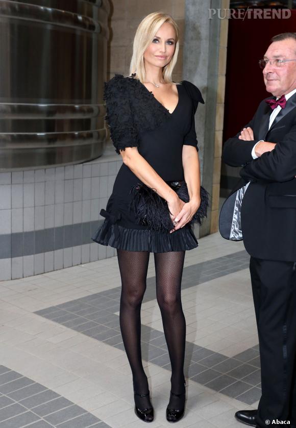 Adriana Karembeu, très élégante dans une petite robe noire, avant la cérémonie d'intronisation.
