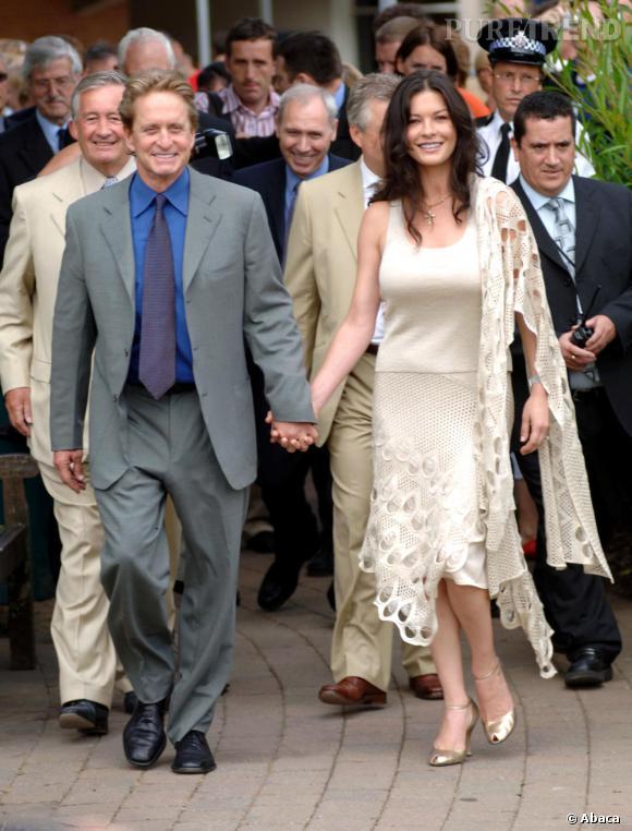 Michael Douglas, après une pause de 4 mois, il serait à nouveau avec Catherine Zeta-Jones.          Normal     0             21             false     false     false         FR     X-NONE     X-NONE