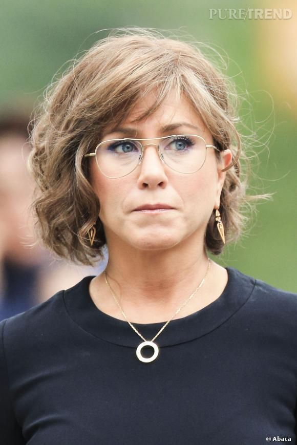 be2a7c3d7aca23 Le flop lunettes   avec cette paire, Jennifer Aniston prend 10 ans ...