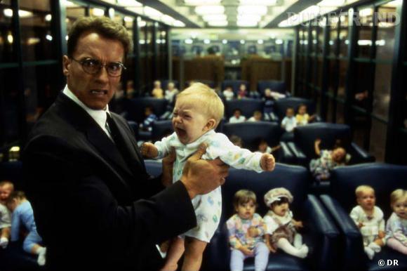 """""""Junior"""" (1994) : Arnold Shwarzenegger enceint a quelques prolèmes avec les moins de 1 an."""