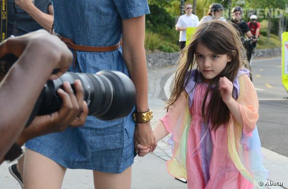 La petite Suri Cruise a rapidement dû apprendre à faire face aux paparazzis. Avec cette nouvelle loi, sera-t-elle enfin tranquille ?