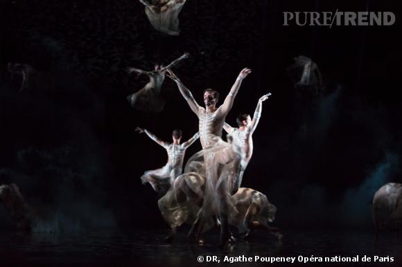 En 2013 Riccardo Tisci signe les costumes pour le Boléro de Ravel à l'Opéra Garnier.