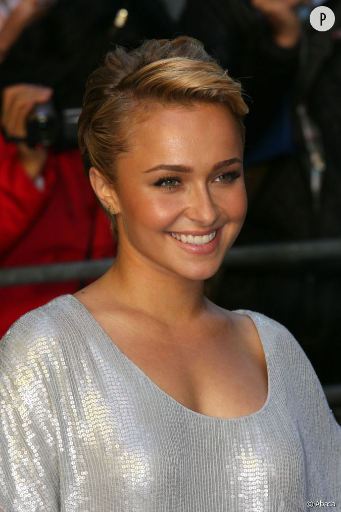 hayden panettiere a coup ses cheveux tr s courts il ya quelques ann es avant de les laisser. Black Bedroom Furniture Sets. Home Design Ideas