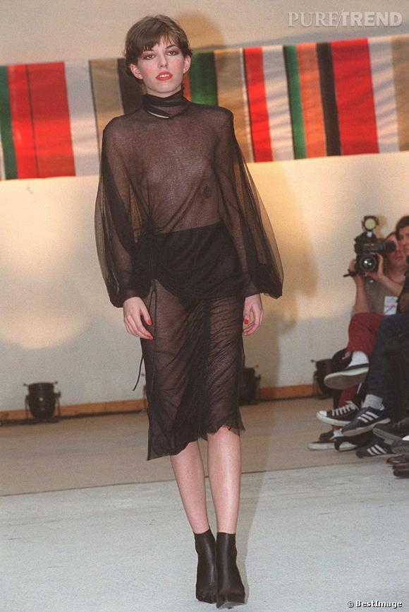 Lou Doillon, la robe entièrement transparente sur les podiums.