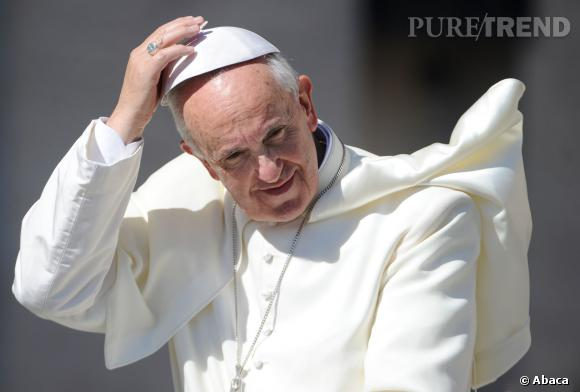 Le Pape a désormais un parfum qui porte son nom. Si nous hésitions à dire que le Pape est une star, il a néanmoins son parfum, comme toute star qui se respecte !