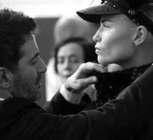 Vidéo dans les coulisses du dernier défilé de Marc Jacobs pour Louis Vuitton.