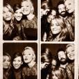 Et voilà une photo du photobooth du mariage, avec Katherine Heigl et Kate Walsh.