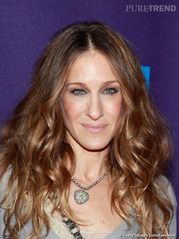 Sarah Jessica Parker, la fashionista a dompté sa chevelure bouclée.