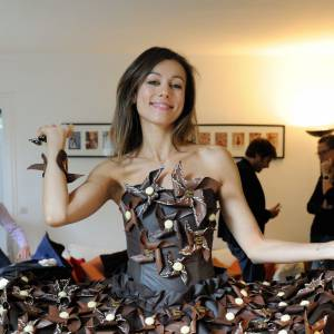 Marie-Ange Casalta, particulièrement élégante dans une robe en chocolat au jupon style tutu.