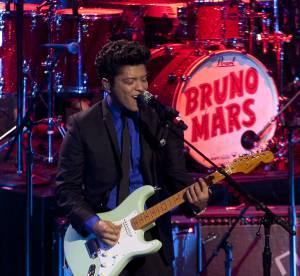 Bruno Mars en concert a Bercy : le best of looks de scene du chanteur de Gorilla