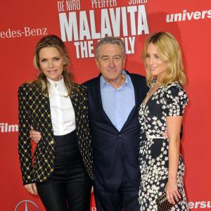"""Michelle Pfeiffer, Robert de Niro et Dianna Agron pour l'avant-première de """"Malavita"""" à Berlin."""
