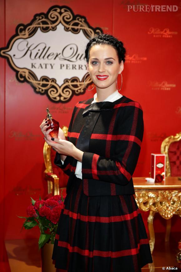 """Katy Perry et son nouveau parfum """"Killer Queen""""."""
