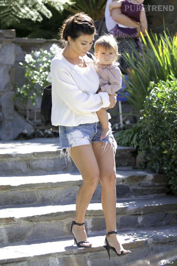 Kourtney Kardashian et sa fille Penelope s'apprêtent à aller à un play-date... ce qui ne réjouit pas beaucoup la fillette.